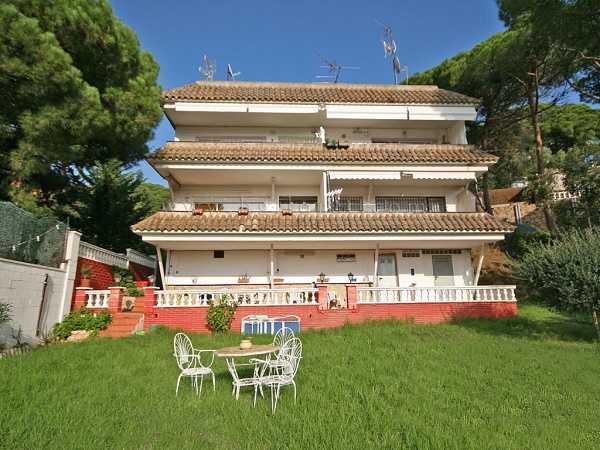 Купить квартиру в Льорет де Мар 3 комнаты рядом с пляжем