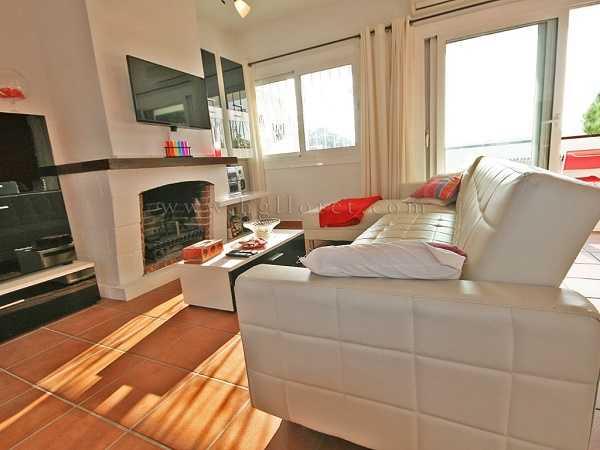 Квартира в Льорет де Мар 3 комнаты рядом с пляжем с камином