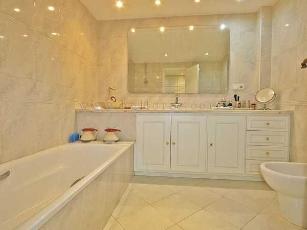kaufen Haus Blick Meer Gebirge Canyelles Badewanne