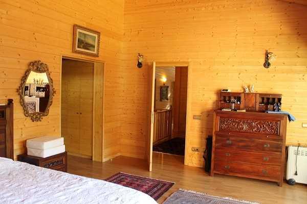 Купить дом в горах Испания комната