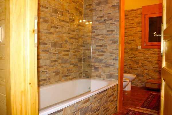 Купить дом в горах Испания ванна