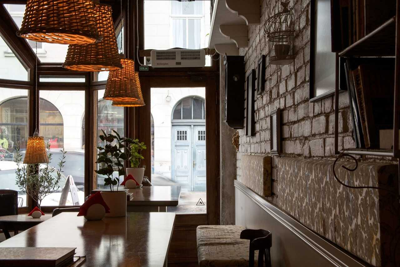 купить коммерческую недвижимость бар ресторан парковку Испания