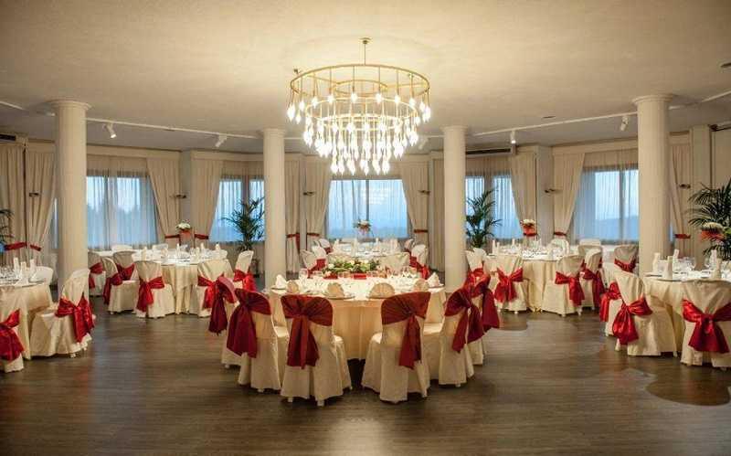 Купить отель Испания гора Монтсеррат шикарный свадебный зал