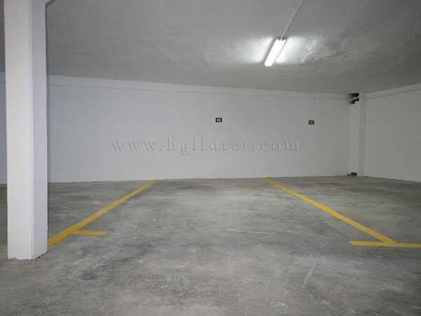 купить квартиру в Кала Каньелес Льорет-де-Мар гараж