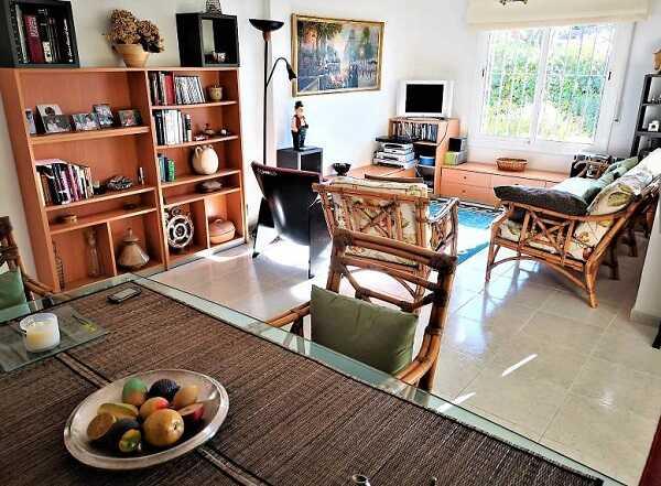 купить дом с видом на море Тосса де Мар Испания гостинная